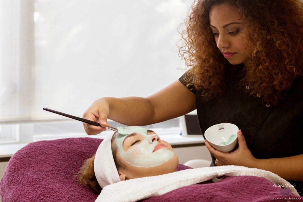 Basis behandeling gezicht, gezichtsbehandeling, complete behandeling, facial, treatment, schoonheidssalon, altijdmooi, Maarssen, Beautysalon