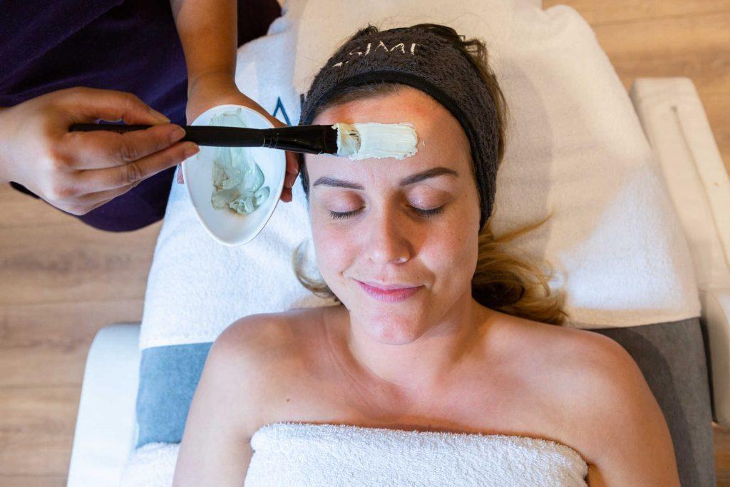 zuiverende behandeling, onzuiverheden, huidverbetering, schoonheidssalon, acne, puistjes, mee-eters